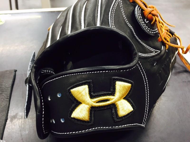 マツバラスポーツ高校野球用グローブアンダーアーマーへ刺繍ネーム加工